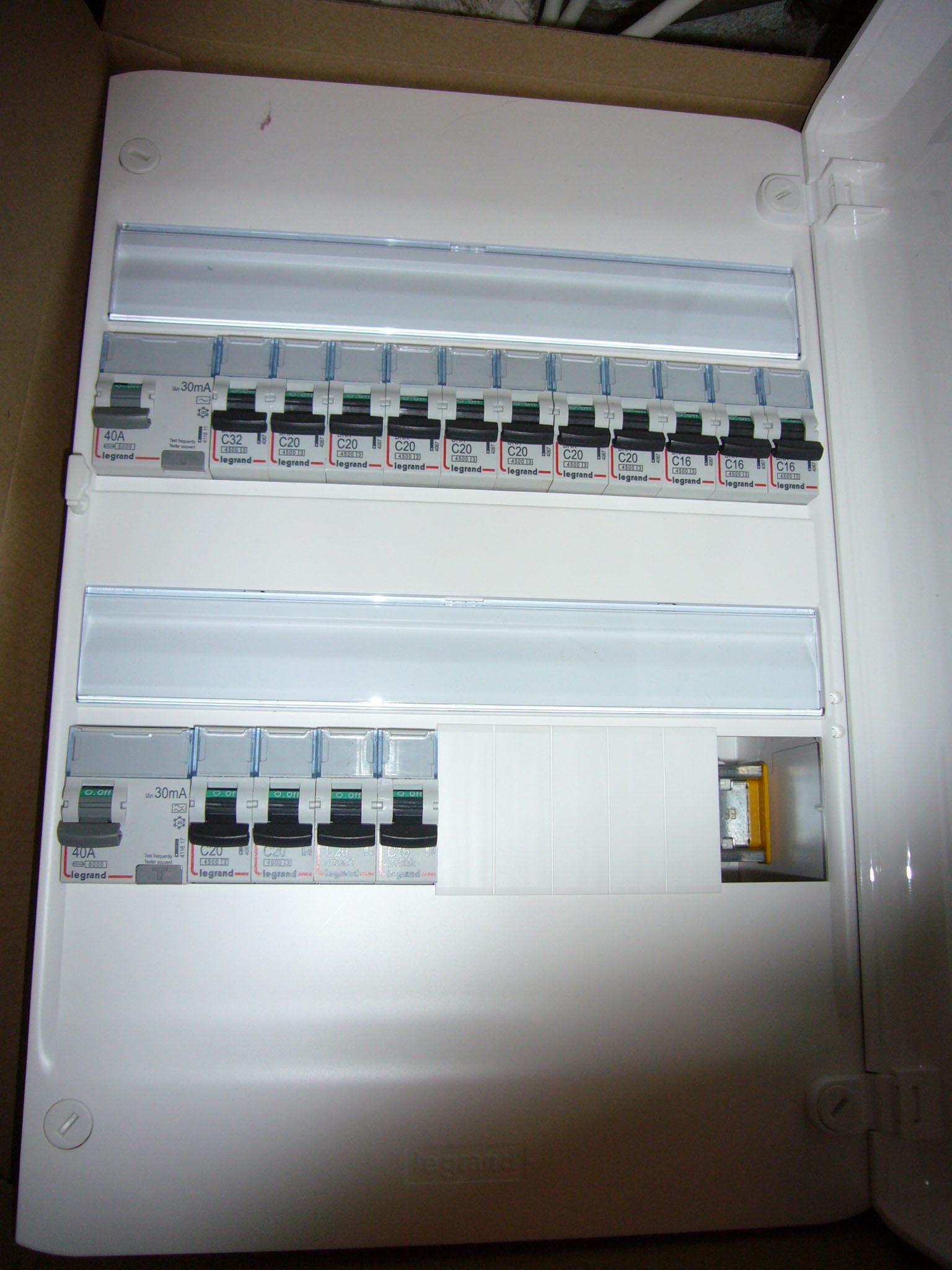 tableau lectrique pour une d pendance de 65m 19 messages. Black Bedroom Furniture Sets. Home Design Ideas