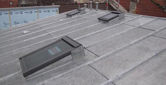 Refaire un toiture tr s faible pente trilatte zinc for Pose de velux sur tuile